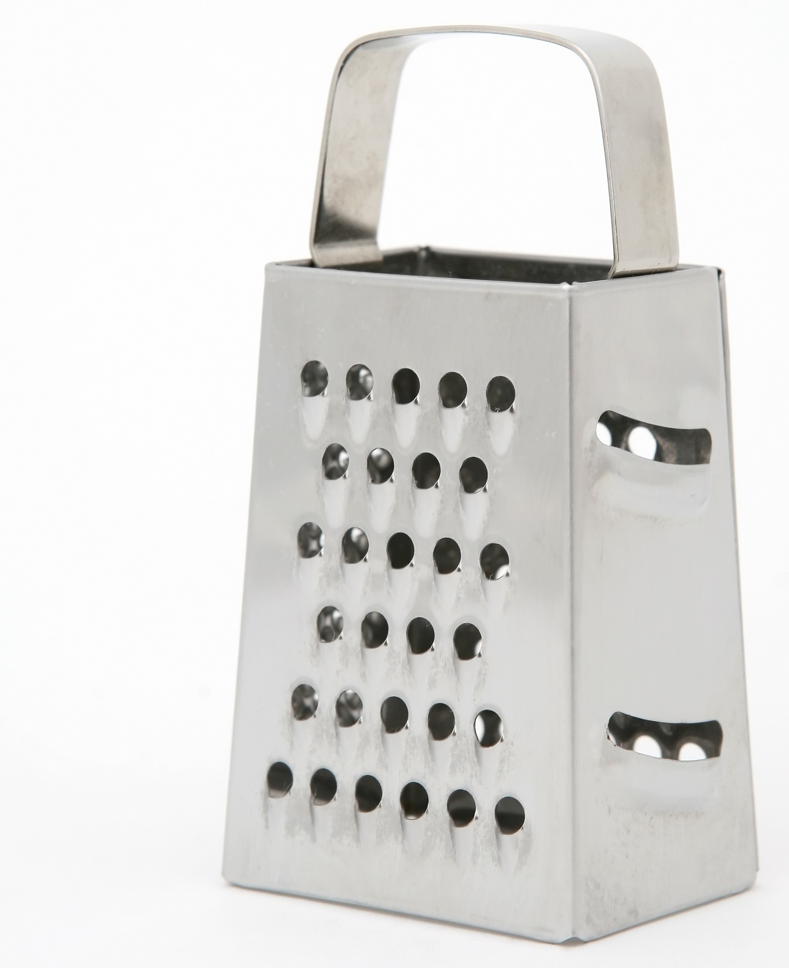 Cleaning cheese grater